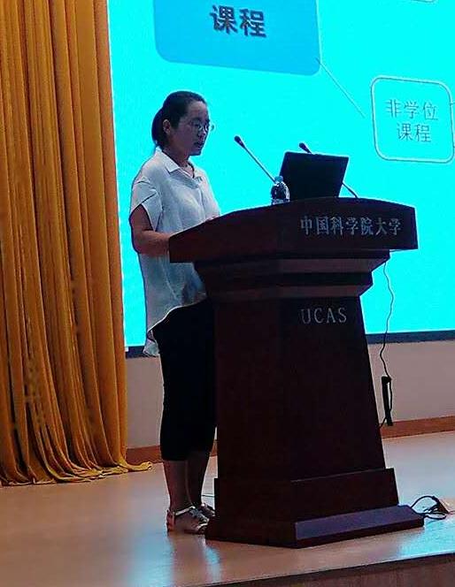 图6 教学秘书王翠翠老师介绍教学相关规定
