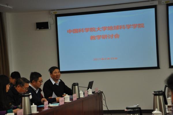 吴福元副院长主持会议