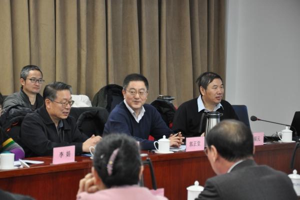 郭正堂副校长介绍课程改革工作的成绩和未来设想